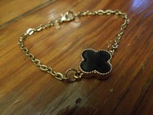 Bracelet Close